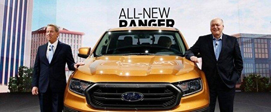 Ford yöneticileri, taslak otomobillerle fotoğraf çektirmeyi ihmal etmiyor.