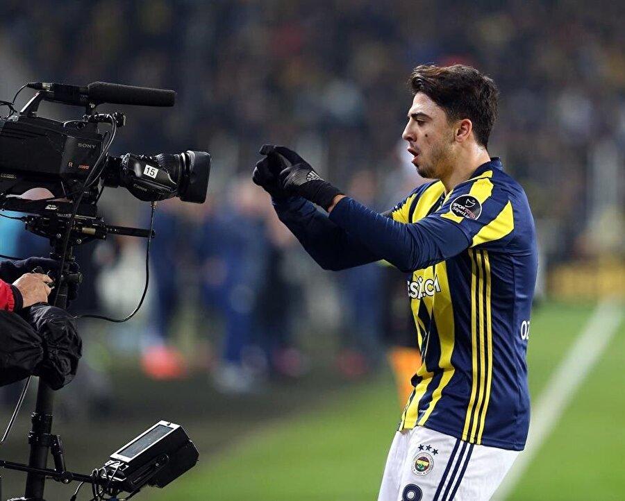 Yetenekli futbolcu kendisine yeni bir menajer buldu.