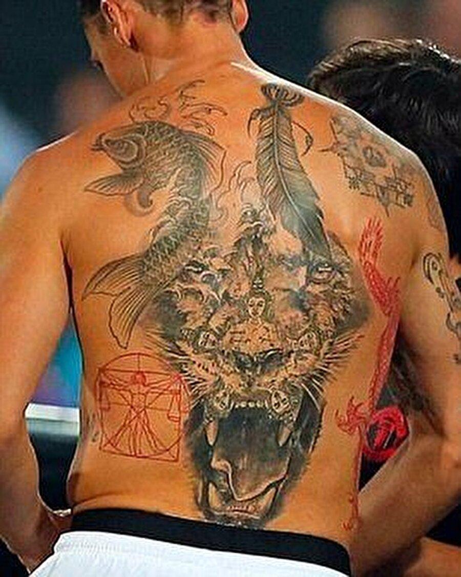 İbrahimovic'in sırtında daha önce 15 ayrı dövme bulunuyordu.