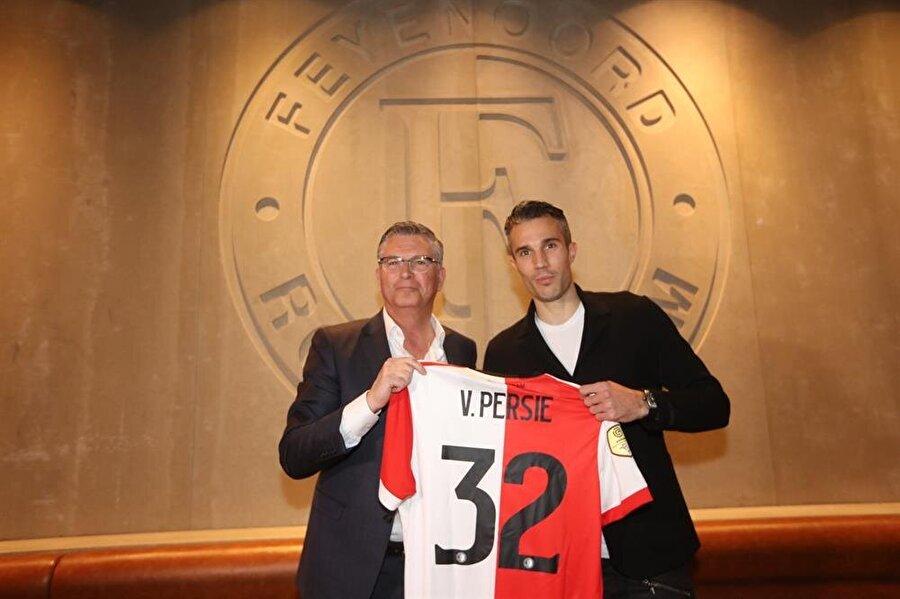 Van Persie, Feyenood'ta 32 numaralı formayı giyecek.