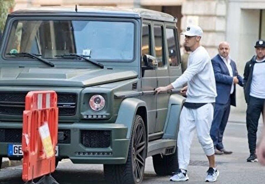 Mesut Özil'in koleksiyonunda bulunan otomobillerin fiyatları dudak uçuklatacak cinsten...