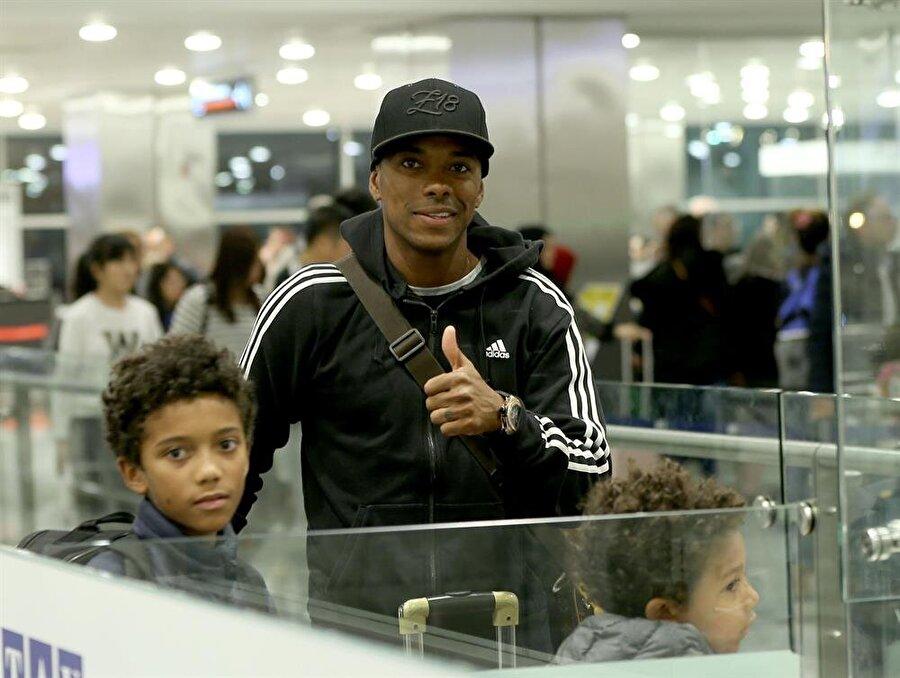 Brezilyalı futbolcu Robinho, Türkiye'ye geldi. (Fotoğraf: AA)