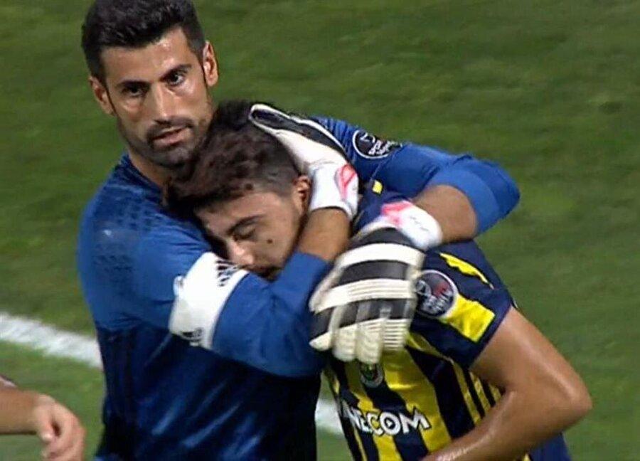 Ozan Tufan'ın yaşadığı sorunlarda milli futbolcunun en yakın destekçisi Volkan Demirel oldu.