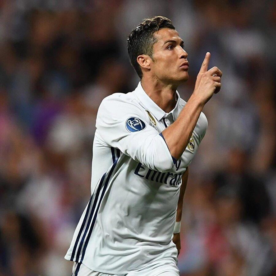 Real Madrid'le sorunlar yaşayan Ronaldo'nun kariyerine İngiltere'de devam etmek istediği uzun süredir kulislerde konuşuluyor.