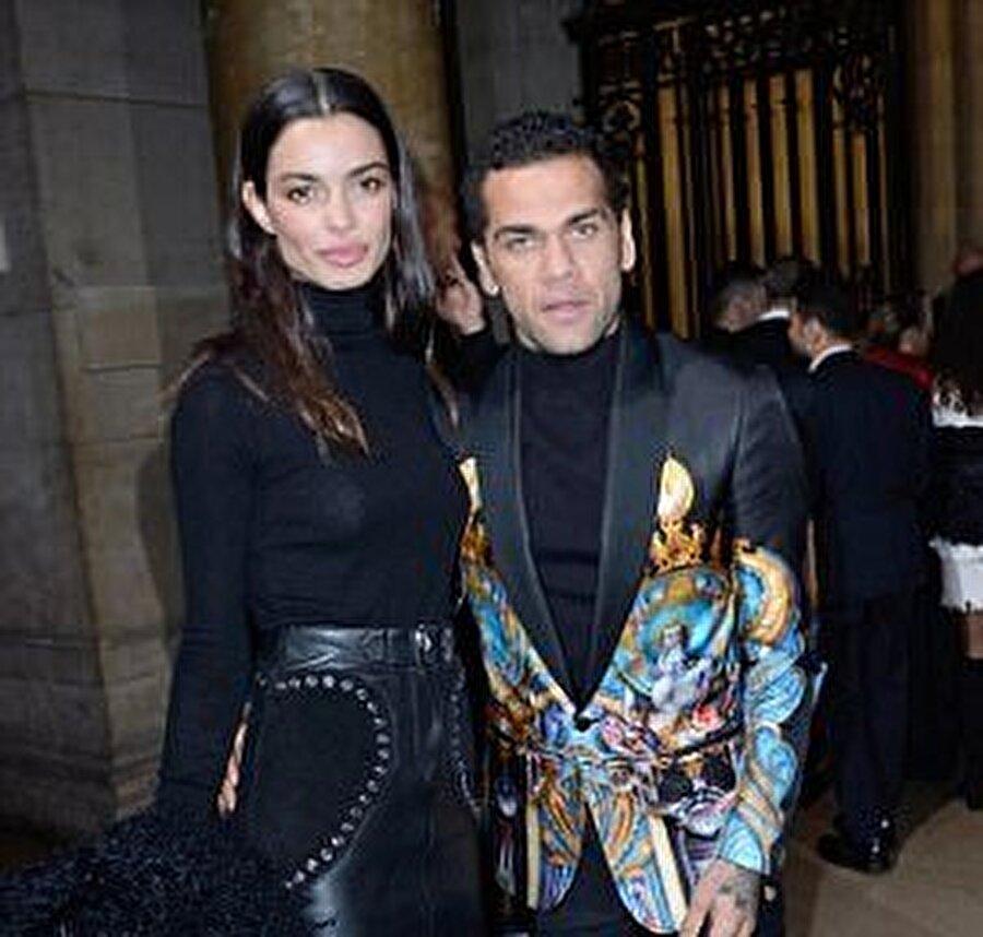 Dani Alves geride bıraktığımız yaz, hayatını model Joana Sanz ile birleştirdi.