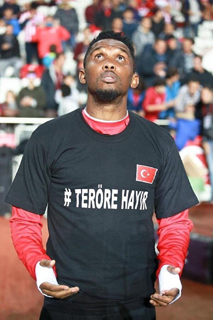 Kamerunlu futbolcu Türkiye'den ayrılmak istemiyor.