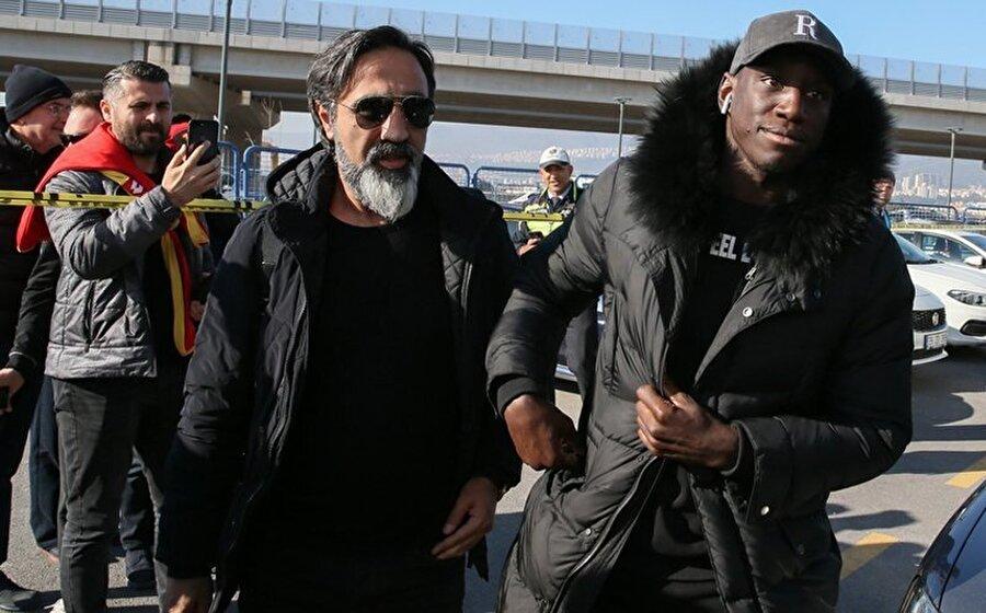 Demba Ba, Göztepe - Kayserispor karşılaşmasını izlemeye geldi.