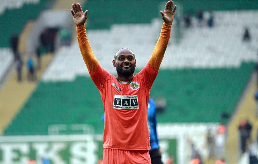 Ünlü futbolcu, Alanyaspor yönetimini ikna etti.