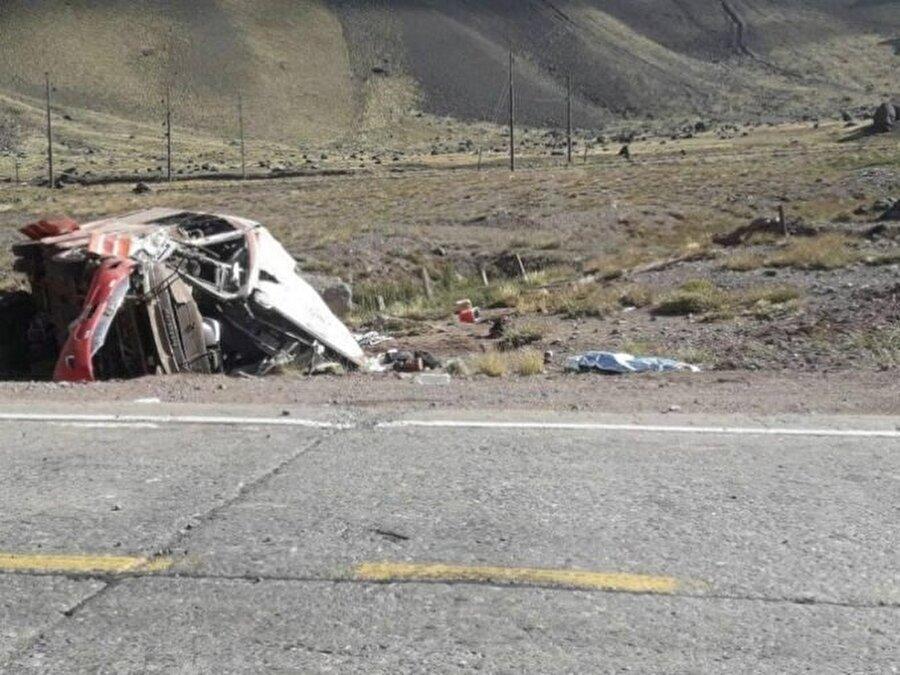 Kazada üç futbolcu yaşamını yitirdi.