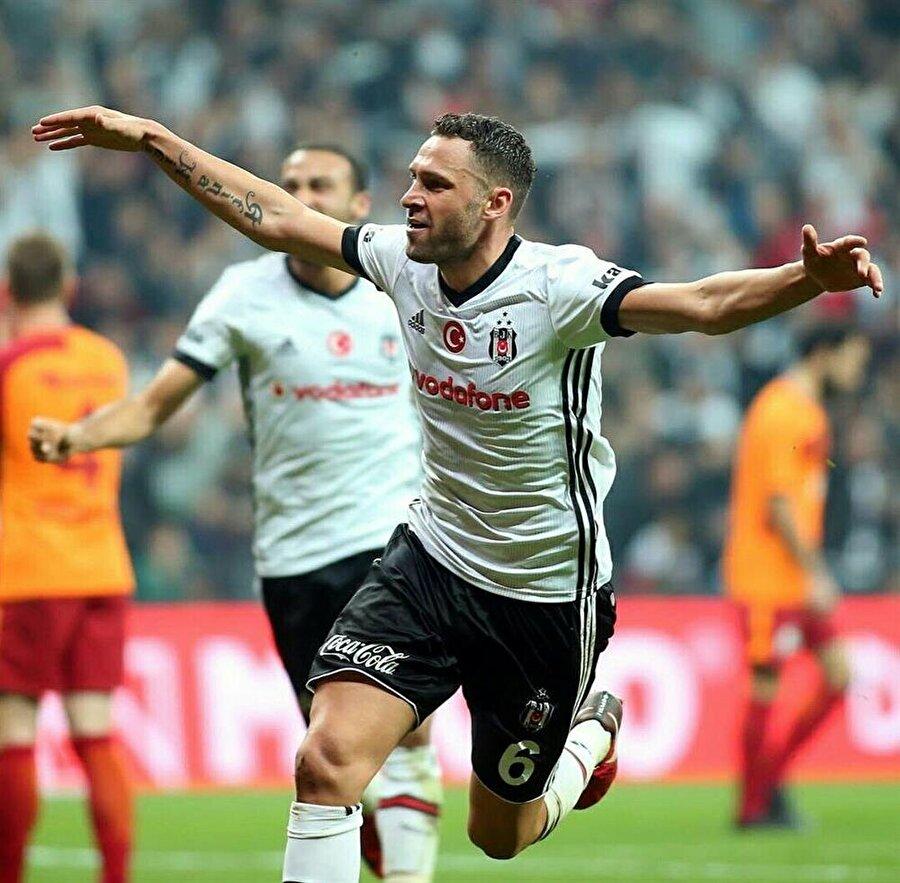 Tosic bu sezon Beşiktaş formasıyla 23 maça çıktı ve 3 gol kaydetti.