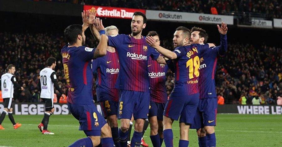 Barcelonalı taraftarlar takımlarının büyük bir başarıya imza atacağına inanıyor.