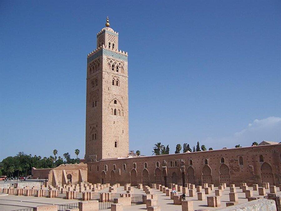 Müezzinlerin at üstünde çıktığı minare.