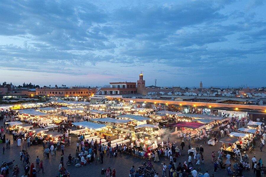 UNESCO tarafından kültür mirası listesine alınan Djemaa El Fna meydanı.