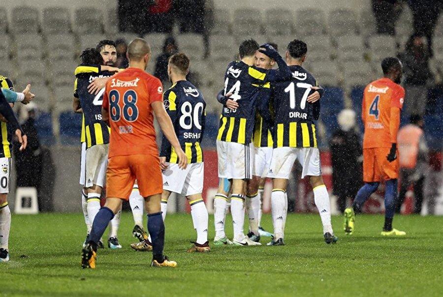 Fenerbahçe lider Başakşehir'i deplasmanda 2-0 mağlup etti. (Fotoğraf: AA)