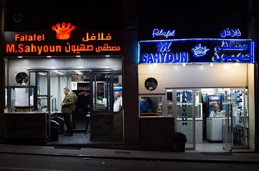 Mekânları ayrı ayrı işleten iki öz kardeş, Züheyr ve Fuad Sahyûn, yaklaşık 20 yıldır birbiriyle küs.