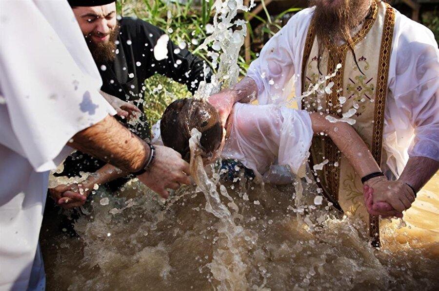 Hıristiyanlar Kasr el Yehûd'u ziyaret ederek, Şeria Nehri'nde boy abdesti alırlar.