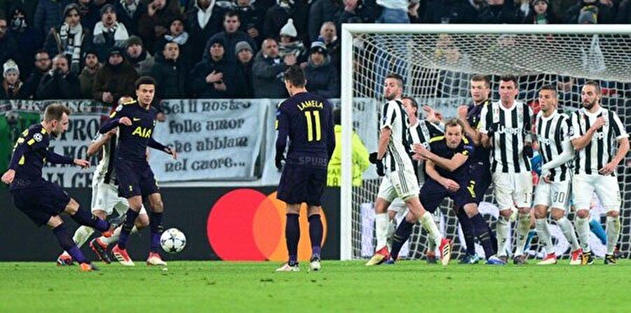 Gecenin bir diğer maçında Juventus ile Tottenham 2-2 berabere kaldı.