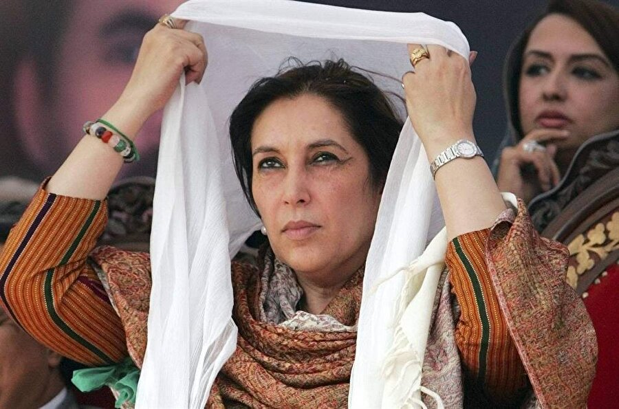 2007 yılında yapılacak olan seçimler için Butto yeniden Pakistan'a dönüş kararı aldı.