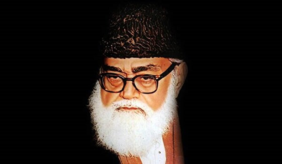 25 Ağustos 1941'de Lahor'da Cemaat-i İslami teşkilatını kurdu.