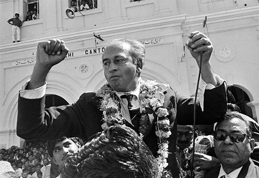Pakistan Halk Partisi, 1977 yılında yapılan genel seçimlerden tek başına iktidar olarak çıktı.