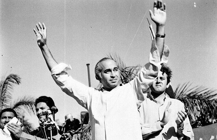 Zülfikar Ali Butto, 4 Nisan 1979 tarihinde Ravalpindi'de asılarak idam edildi.