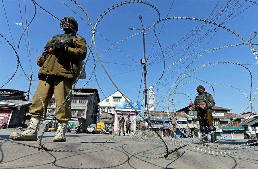 Keşmir, Hindistan ve Pakistan arasında büyük bir problem olarak varlığını koruyor.