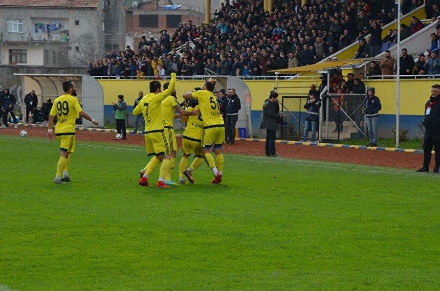 Fatsa Belediyespor sezonun bitimine 7 hafta kala 11 puan farkla liderliğini sürdürüyor.