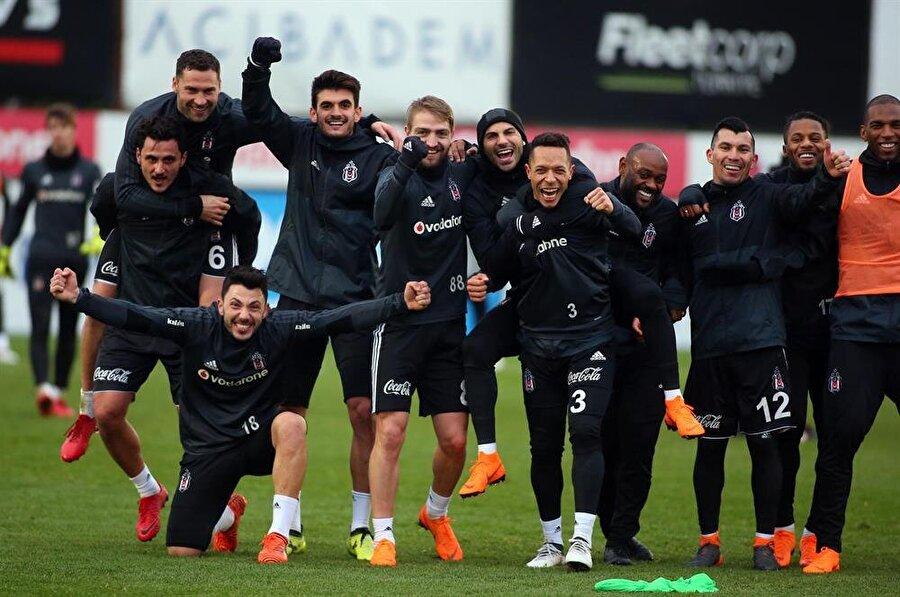 Beşiktaşlı futbolcular saha ve seyirci avantajıyla derbiden galip ayrılacaklarına yürekten inanıyor. (Fotoğraf: AA)