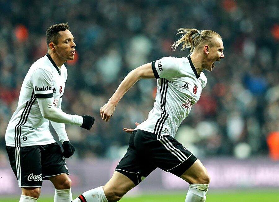 Fenerbahçe, Süper Lig'de 15 maç sonra mağlup oldu ve yenilmezlik serisi son buldu.