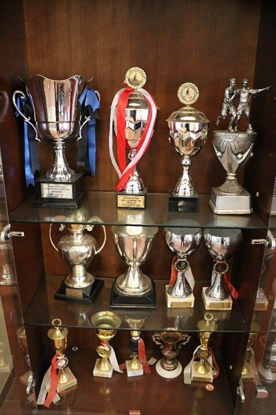 Bir dönem Süper Lig'de mücadele eden Kayseri ekibinin müzesinde bulunan kupalar.