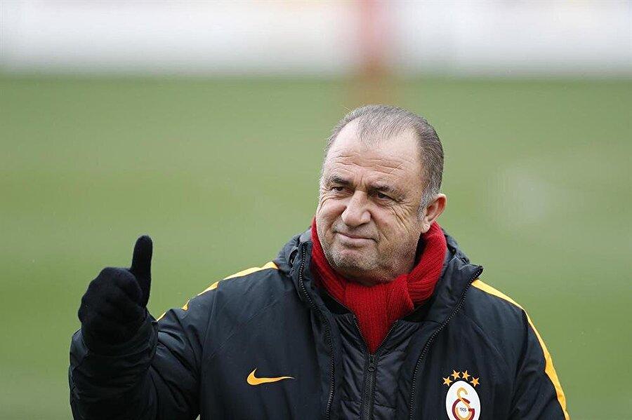 Galatasaray'ın Karabükspor'u 7-0 mağlup etmesi ve liderliğini sürdürmesi Fransa'da da gündem oldu.