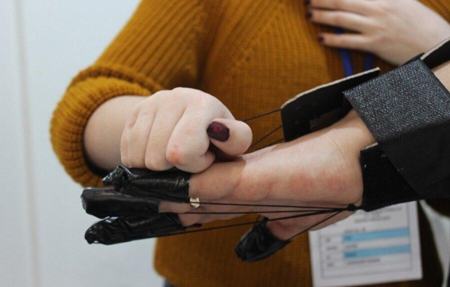 Şimdilik sadece el için fizik tedavi yapan aparatını geliştiren Kundakçı, ayak ve omuz için de fizik tedavi yapan alet geliştireceğini söyledi.
