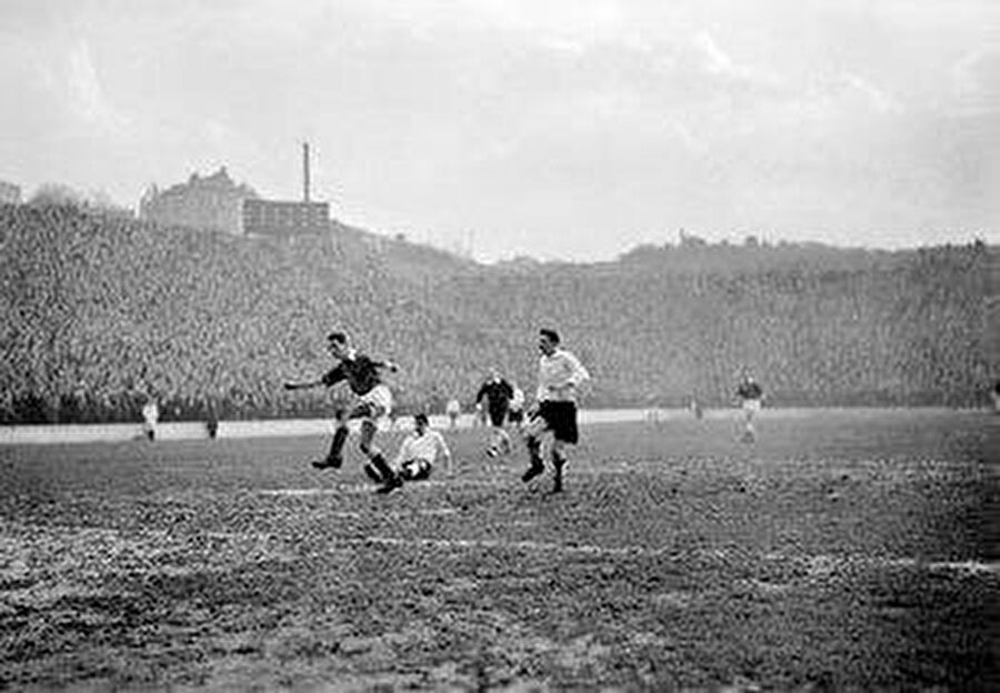 60 yıl önce Londra'da futbol tarihi açısından son derece önemli bir maç oynandı.