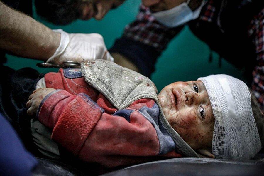 Yüzlerce bebek ve çocuğun açlık ve ilaçsızlıktan hayatını kaybettiği Doğu Guta'da rejim, okulları ve yetimhaneleri dahi hedef alıyor
