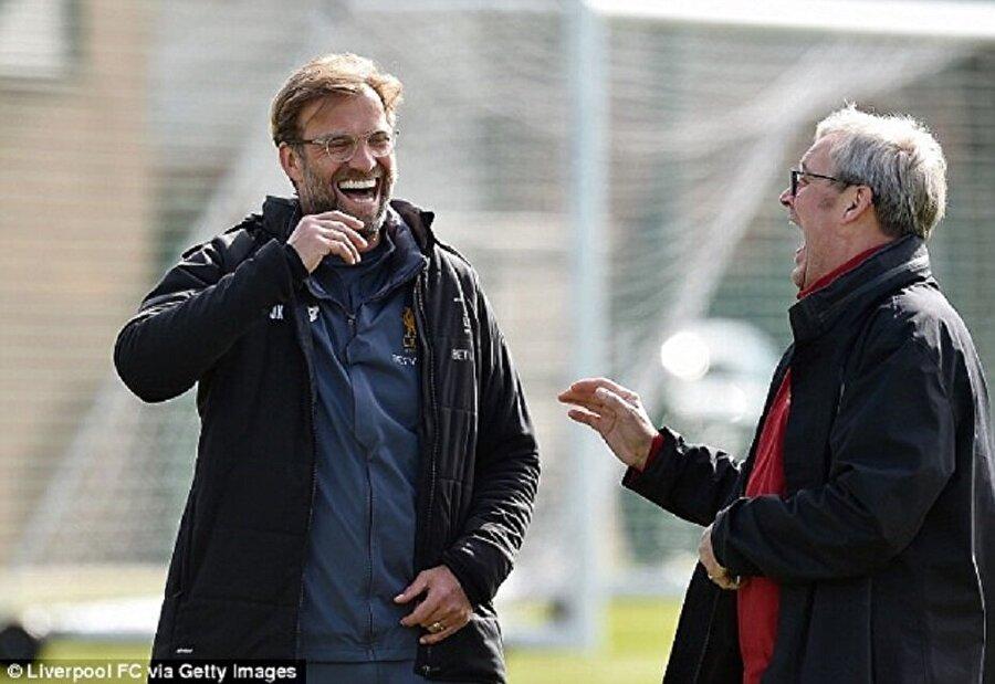 """Alman teknik adam küçük hayranına seslendi ve """"Çok yakışıklısın"""" dedi."""