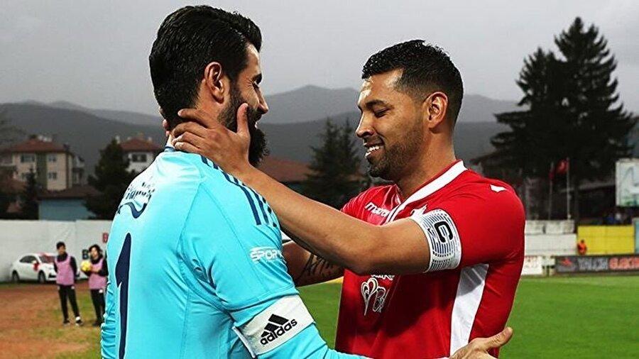 Santos eski takım arkadaşına sahip çıktı.