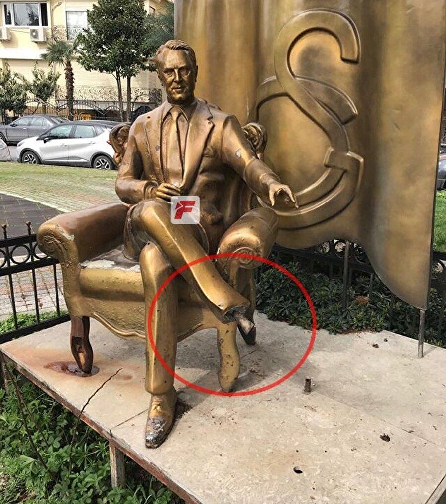 Tesislere yakın bölgedeki heykelin ayağı çalındı. (Fotoğraf fanatik.com.tr'den alınmıştır.)