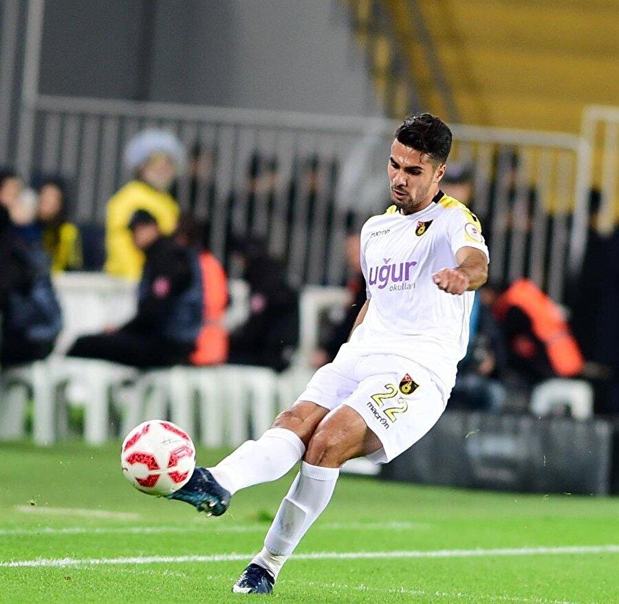 21 yaşındaki Zeki Çelik, İstanbulspor forması giyiyor.