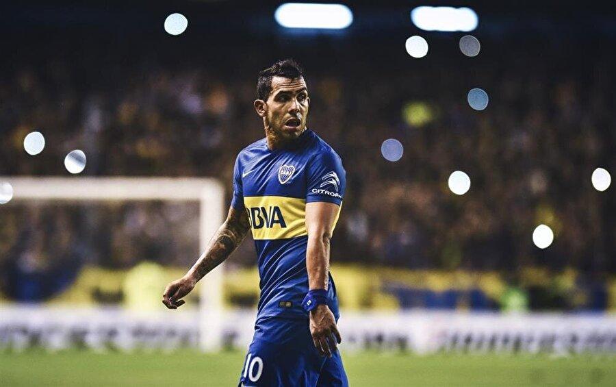 Kardeşi için cezaevinde maç oynayan Tevez sakatlandı.