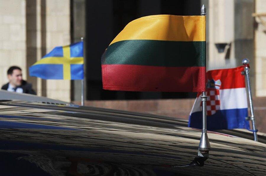 Moskova'dan Rus diplomatları sınır dışı eden ülkelere misilleme geldi.