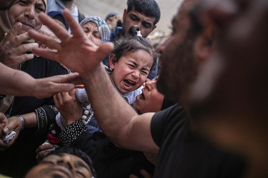 Gazze sınırındaki olaylara gerçek mermi ile müdahale eden İsrail askerleri, 15 Filistinliyi şehit etmiş, işgal altındaki Batı Şeria ve Gazze'deki gösterilere müdahalesinde yaklaşık bin 400 Filistinliyi yaralamıştı.