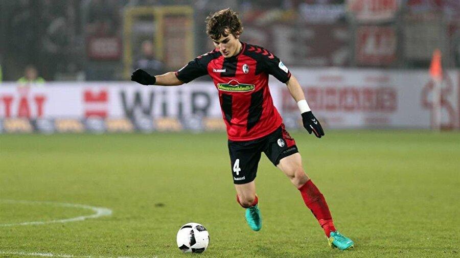 1 Temmuz 2016'da Altınordu'dan Freiburg'a transfer olan Çağlar'ın sözleşmesi 2021'de sona erecek.