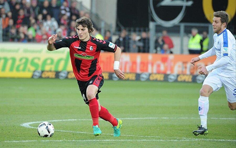 Çağlar bu sezon Freiburg formasıyla 25 maça çıktı ve 1 kez fileleri havalandırdı.