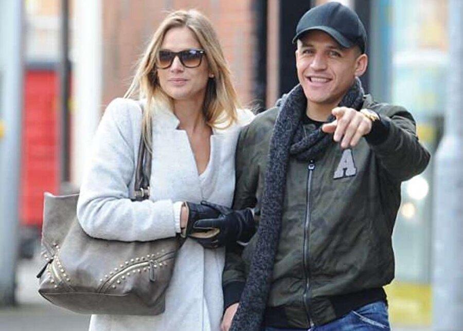 Alexis Sanchez'in kız arkadaşı Mayte Rodriguez ülkesi Şili'de ünlü bir oyuncu.