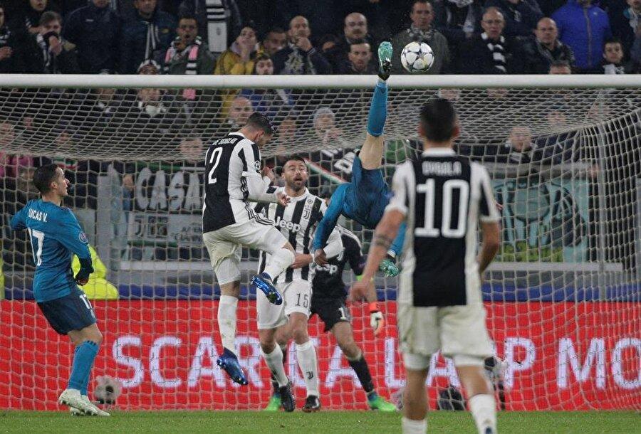 Bu muhteşem gol sonrası Juventus taraftarı Portekizli yıldızı ayakta alkışladı.