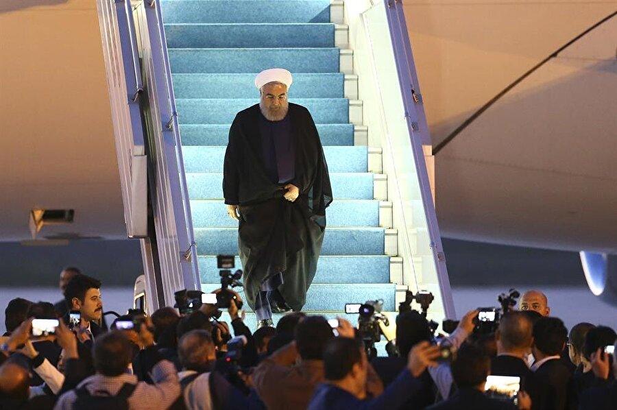 Ruhani ve beraberindeki heyeti Ankara'ya getiren uçak, saat 19.35'te Esenboğa Havalimanı'na indi.
