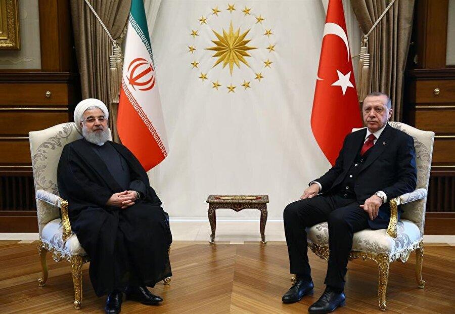 Türk Cumhurbaşkanı Erdoğan, İranlı mevkidaşı Ruhani ile Ankara'da Cumhurbaşkanlığı Sarayı'nda bir araya geldi.