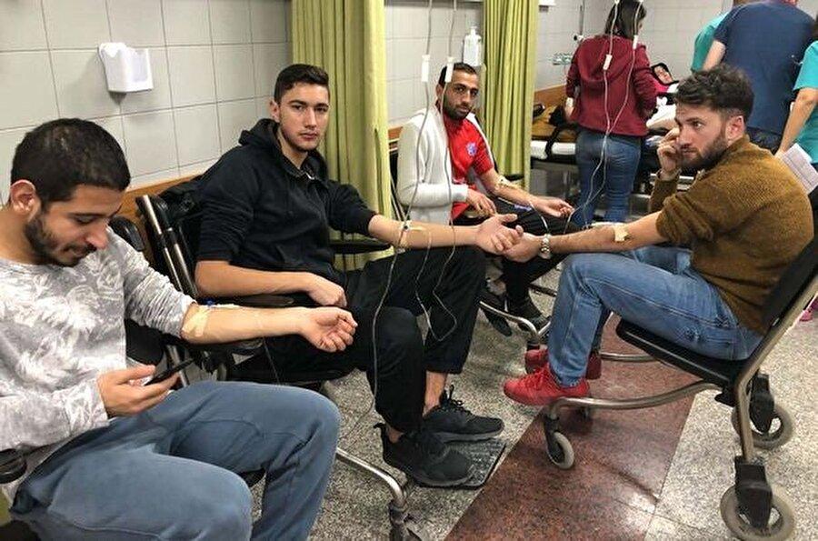 Futbolcular rapor almaları için hastaneye götürüldü. nnFotoğraf: Habertürk'ten alınmıştır.