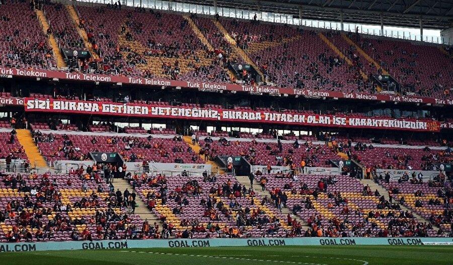 Galatasaraylı taraftarları Arda Turan'ı protesto etti.nFotoğraf: İHA