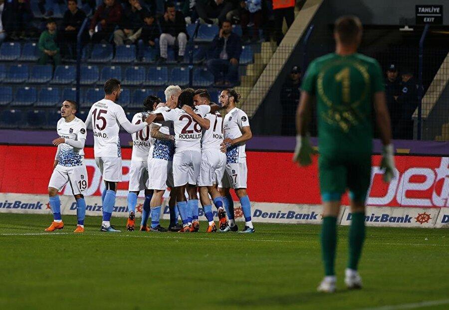 Trabzonspor, iki farklı öne geçtiği maçta 1 puanla yetindi.